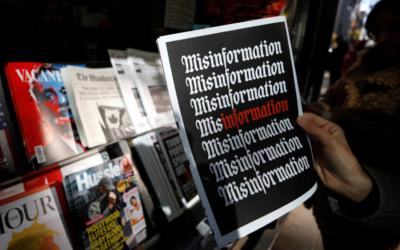 Az összeesküvés-elméletek komoly fenyegetést jelentenek a demokráciára